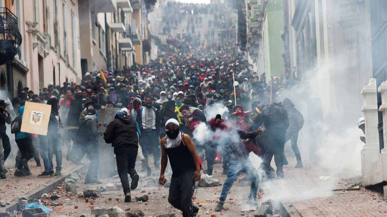 ElEstado.Net records the police shooting against the indigenous people of Ecuador